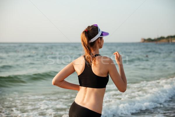 Sağlıklı genç kadın çalışma plaj kapak gün batımı Stok fotoğraf © deandrobot