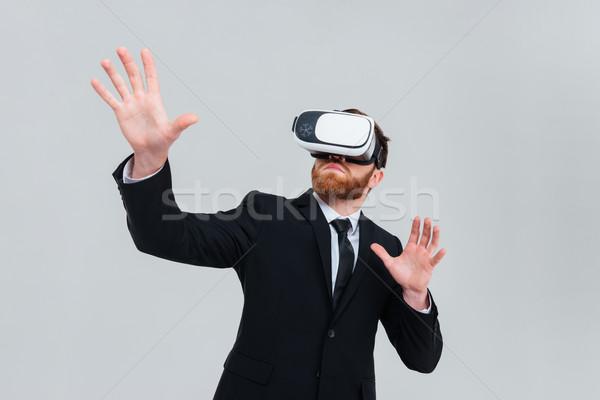 Ingénieur réalité appareil jeunes costume noir Photo stock © deandrobot
