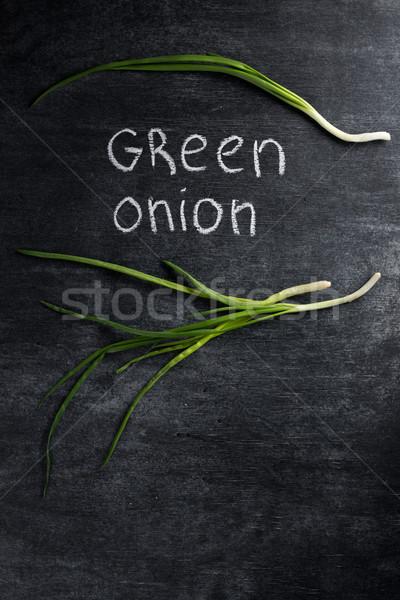 Yeşil soğan karanlık kara tahta üst görmek resim Stok fotoğraf © deandrobot