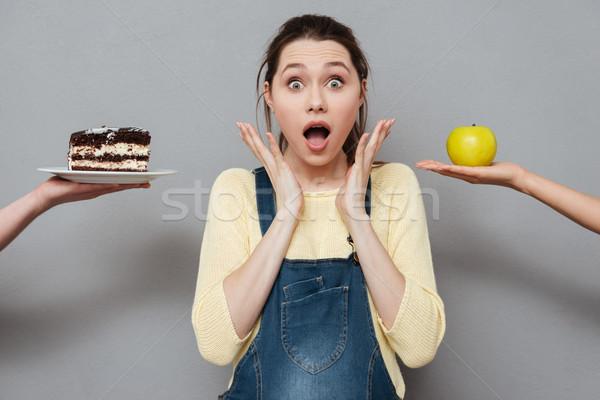 Stockfoto: Opgewonden · zwangere · vrouw · kiezen · appel · cake · portret