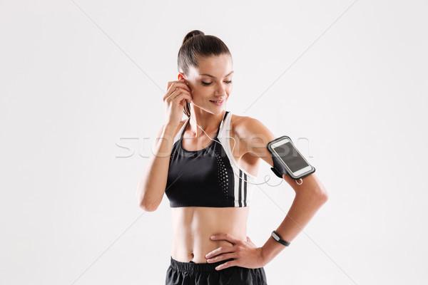 Portret szczęśliwy młodych kobieta fitness odzież sportowa słuchania Zdjęcia stock © deandrobot