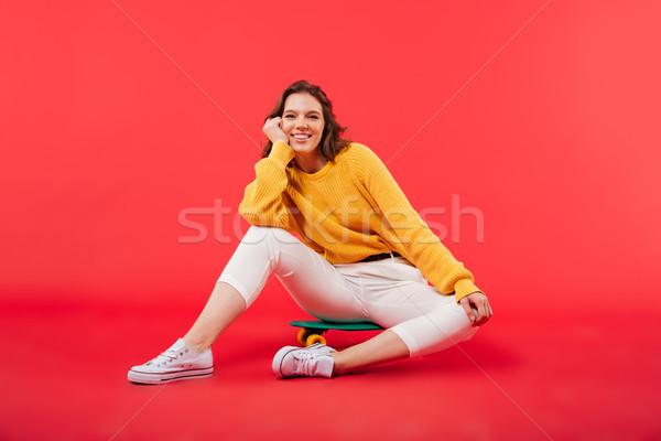 портрет улыбаясь девушки сидят скейтборде глядя Сток-фото © deandrobot