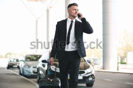 Knap volwassen zakenman taxi lopen buiten Stockfoto © deandrobot