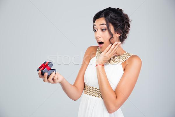 Kobieta otwarcie biżuteria szkatułce zdziwiony młoda kobieta Zdjęcia stock © deandrobot