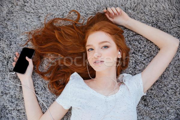 Photo stock: Femme · écouter · musique · smartphone · belle · femme