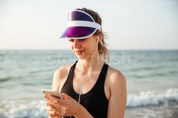 Fitness woman plaj telefon genç Stok fotoğraf © deandrobot