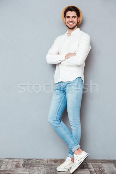 Portret knappe man permanente armen gevouwen Stockfoto © deandrobot