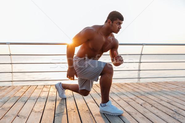 Afrikaanse man atleet pier ochtend geconcentreerde Stockfoto © deandrobot