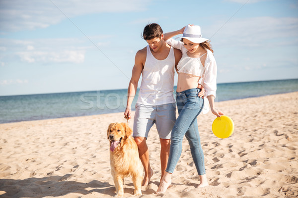 Belle couple marche mer rive chien Photo stock © deandrobot