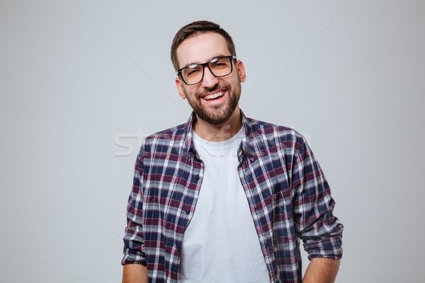 Barbuto uomo shirt guardando fotocamera isolato Foto d'archivio © deandrobot