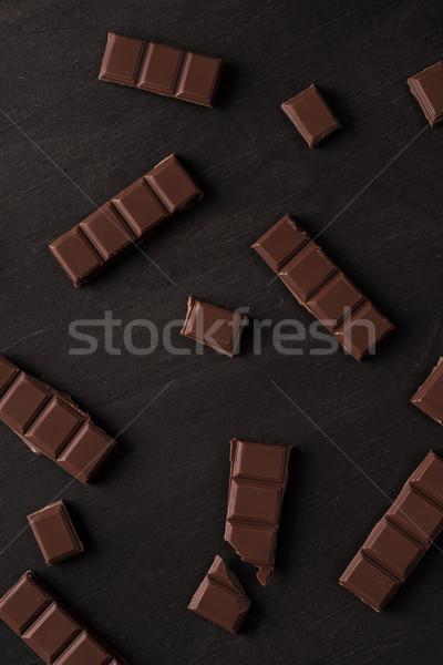 Primo piano cioccolato fondente bar piastrelle top view Foto d'archivio © deandrobot