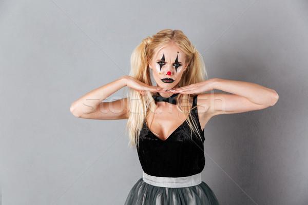 Verward blonde vrouw halloween make-up holding handen kin Stockfoto © deandrobot
