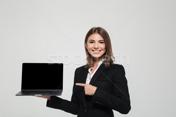 Stockfoto: Portret · glimlachend · zakenvrouw · pak · wijzend · vinger