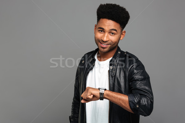 Retrato feliz sorridente africano homem jaqueta de couro Foto stock © deandrobot