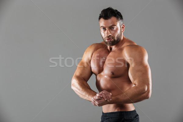 Portre kas gömleksiz erkek vücut geliştirmeci poz Stok fotoğraf © deandrobot