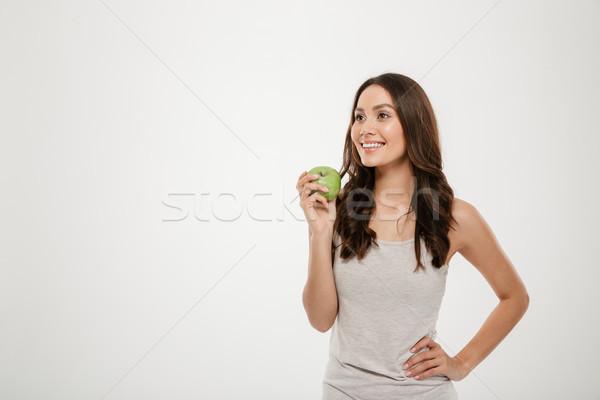 Retrato saudável mulher longo cabelo castanho em pé Foto stock © deandrobot