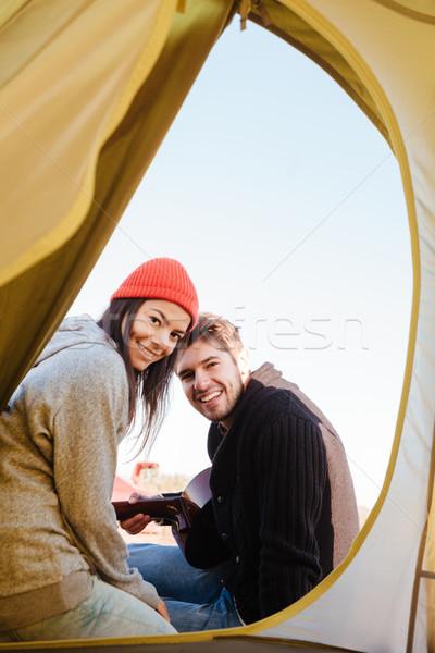Szczęśliwy miłości posiedzenia wraz kemping Zdjęcia stock © deandrobot