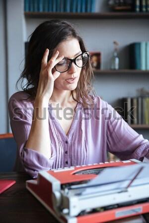 肖像 成熟した 笑みを浮かべて 座って デスク タイプライター ストックフォト © deandrobot
