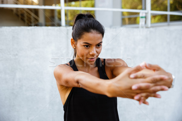 Retrato concentrado fitness nina manos Foto stock © deandrobot