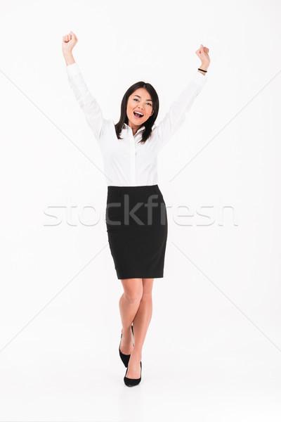 Teljes alakos portré boldog ázsiai üzletasszony áll Stock fotó © deandrobot