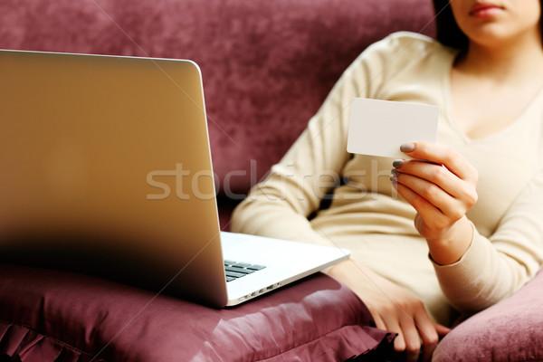 Mulher jovem compras on-line cartão de crédito mulher laptop compras Foto stock © deandrobot