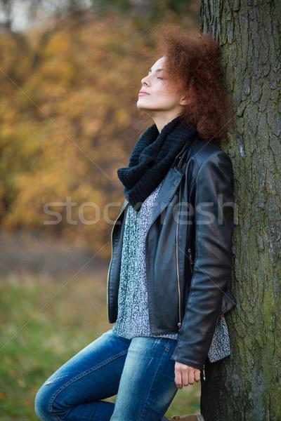 женщину дерево улице портрет молодые Сток-фото © deandrobot