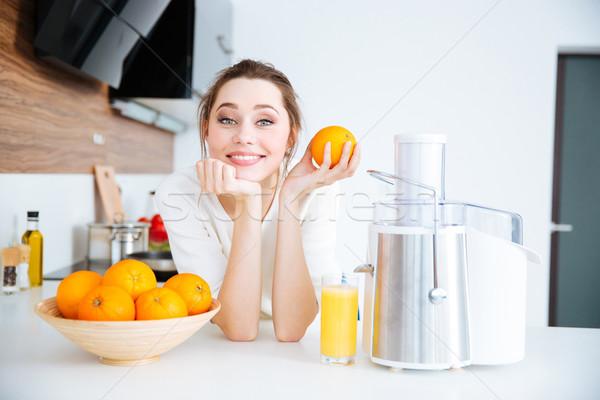 красивая женщина апельсиновый сок красивой счастливым женщину Сток-фото © deandrobot