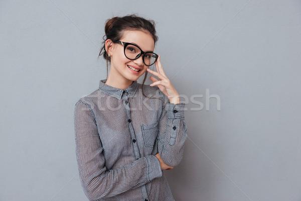 Glimlachend asian vrouw poseren studio bril Stockfoto © deandrobot