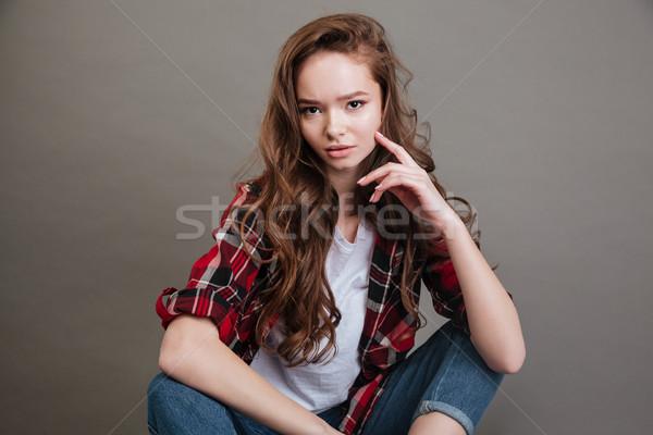 Portrait belle jeune femme cheveux longs séance Photo stock © deandrobot