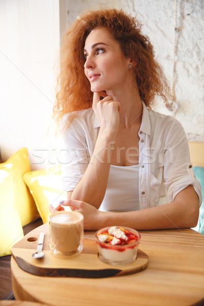 Incroyable jeunes dame séance café Photo stock © deandrobot