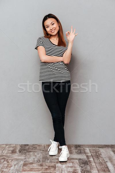 Sonriendo jóvenes mujer bonita bueno gesto Foto stock © deandrobot