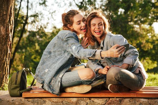 ストックフォト: 2 · 若い女性 · スマートフォン