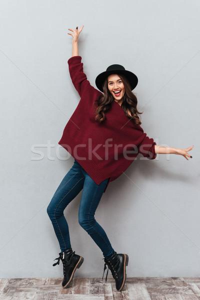 Teljes alakos fotó divatos fiatal barna hajú nő Stock fotó © deandrobot