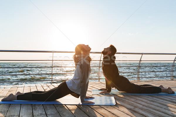 Egészséges fiatal sportok pár gyakorol jóga Stock fotó © deandrobot