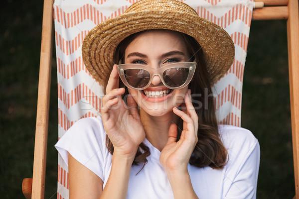 Derűs fiatal lány napszemüveg pihen függőágy város Stock fotó © deandrobot