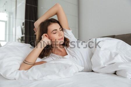 Stockfoto: Jonge · vrouw · vergadering · bed · rugpijn · vrouw · home