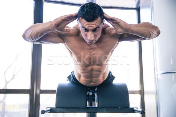 Izmos férfi hát izmok pad jóképű Stock fotó © deandrobot