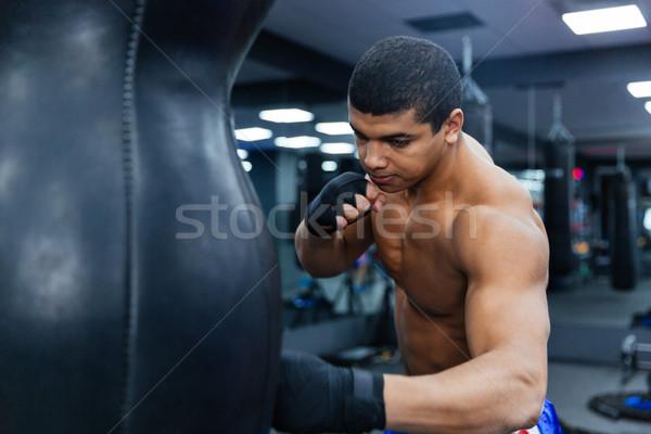 Boxeur entraînement gymnase Homme fitness portrait Photo stock © deandrobot