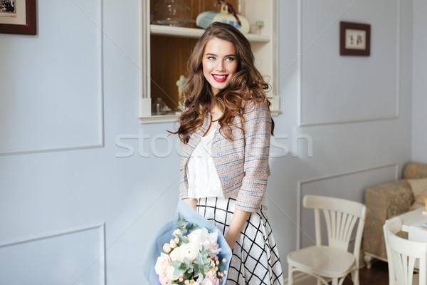 Káprázatos boldog fiatal nő virágcsokor virágok kávézó Stock fotó © deandrobot