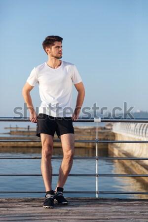 Przystojny młodych sportowiec stałego molo Zdjęcia stock © deandrobot