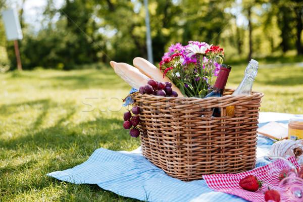 Piknik sepeti içecekler gıda çiçekler çim Stok fotoğraf © deandrobot