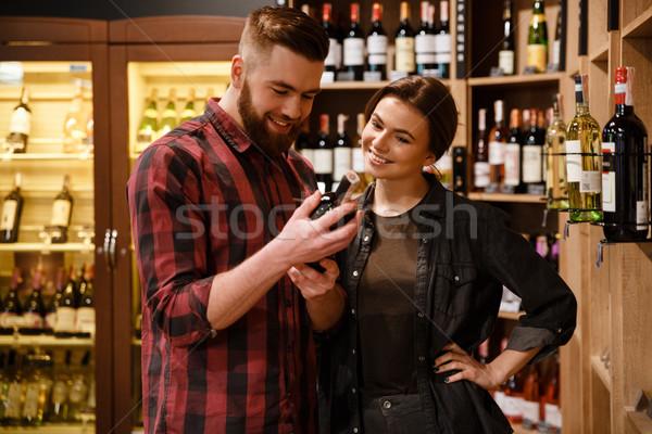 Mosolyog szerető pár áruház választ alkohol Stock fotó © deandrobot