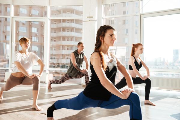 Pessoas do grupo ioga estúdio em pé menina feliz Foto stock © deandrobot
