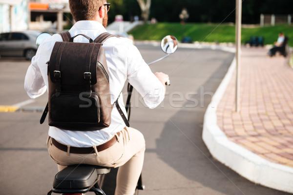 Ver de volta homem mochila motocicleta moderno ao ar livre Foto stock © deandrobot