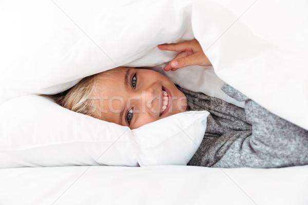 Boldog kislány rejtőzködik pléd néz kamera Stock fotó © deandrobot