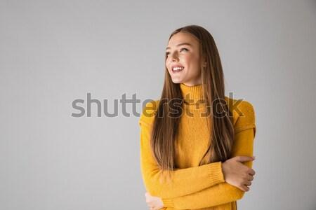 Tevreden brunette vrouw trui armen Stockfoto © deandrobot
