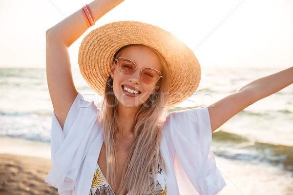 Bild schönen blonde Frau 20s Sommer Strohhut Stock foto © deandrobot