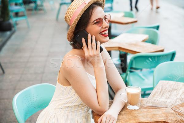 вид сбоку счастливым женщину платье соломенной шляпе говорить Сток-фото © deandrobot