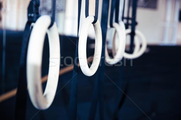 Gimnasztikai gyűrűk akasztás kereszt fitnessz tornaterem Stock fotó © deandrobot