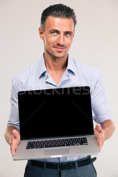 Biznesmen laptop ekranu portret uśmiechnięty Zdjęcia stock © deandrobot